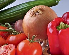 onion tomato cucumber garlic plank